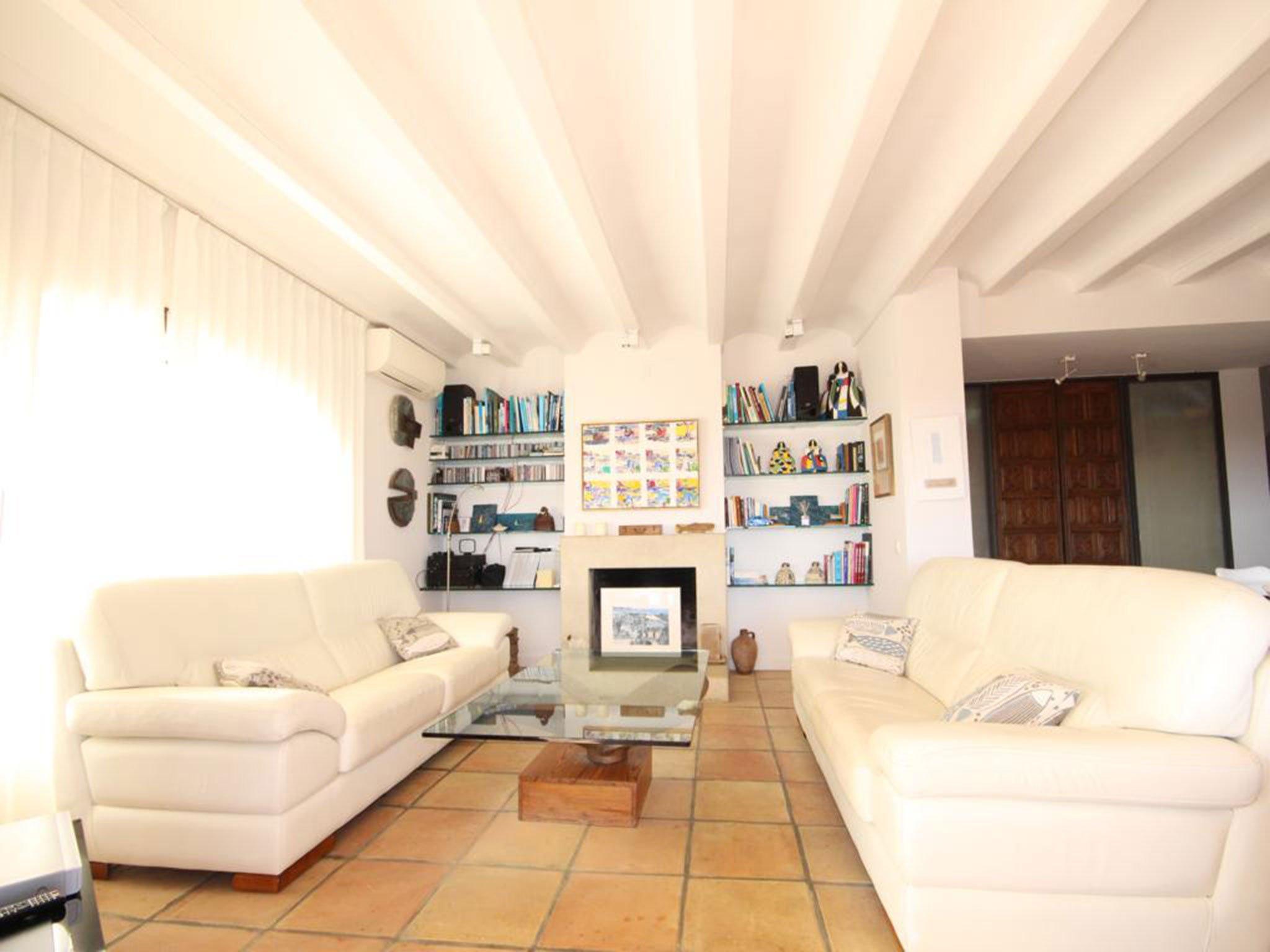 Salón de una villa en venta en El Tosalet en Jávea – Atina Inmobiliaria