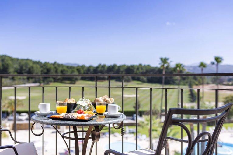 Terraza en Hotel Dénia Marriott Golf Resort & Spa