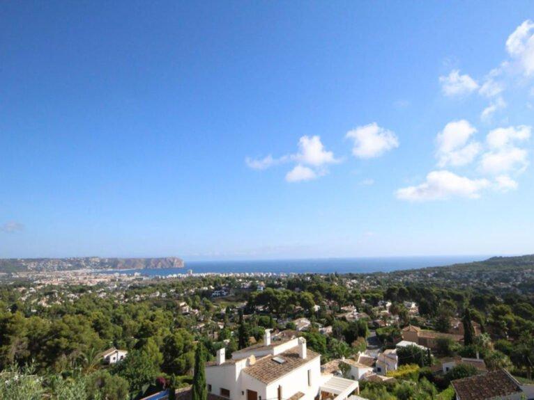 Vistas al mar desde una villa en venta en El Tosalet en Jávea - Atina Inmobiliaria