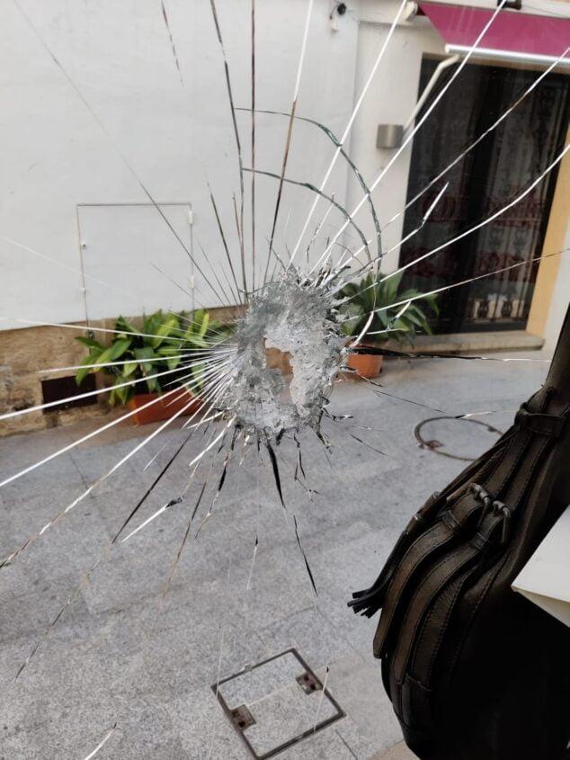 Imagen: Daños del escaparate de un negocio