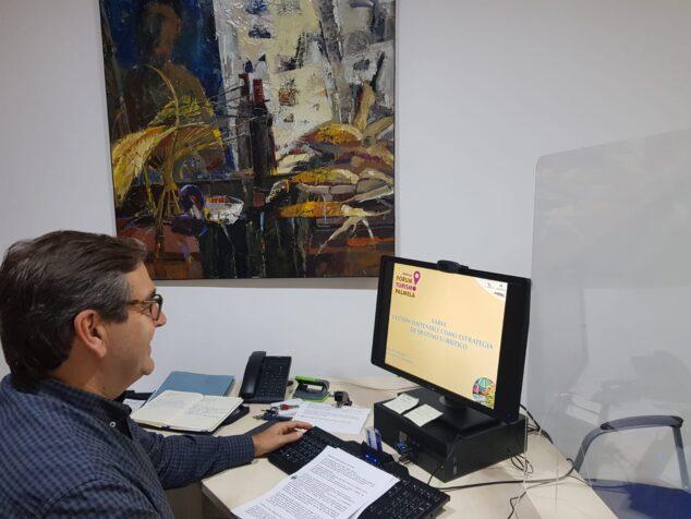 Imagen: Antonio Miragall durante el foro