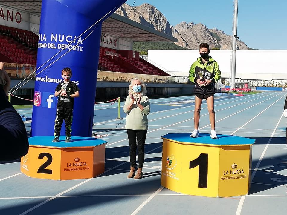 Atletas del CA Llebeig en el podio
