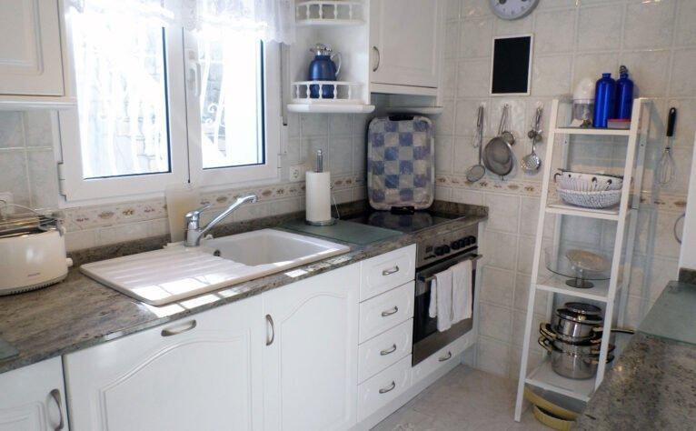 Cocina de una villa en venta junto al campo de golf La Sella - Promociones Denia, S.L.
