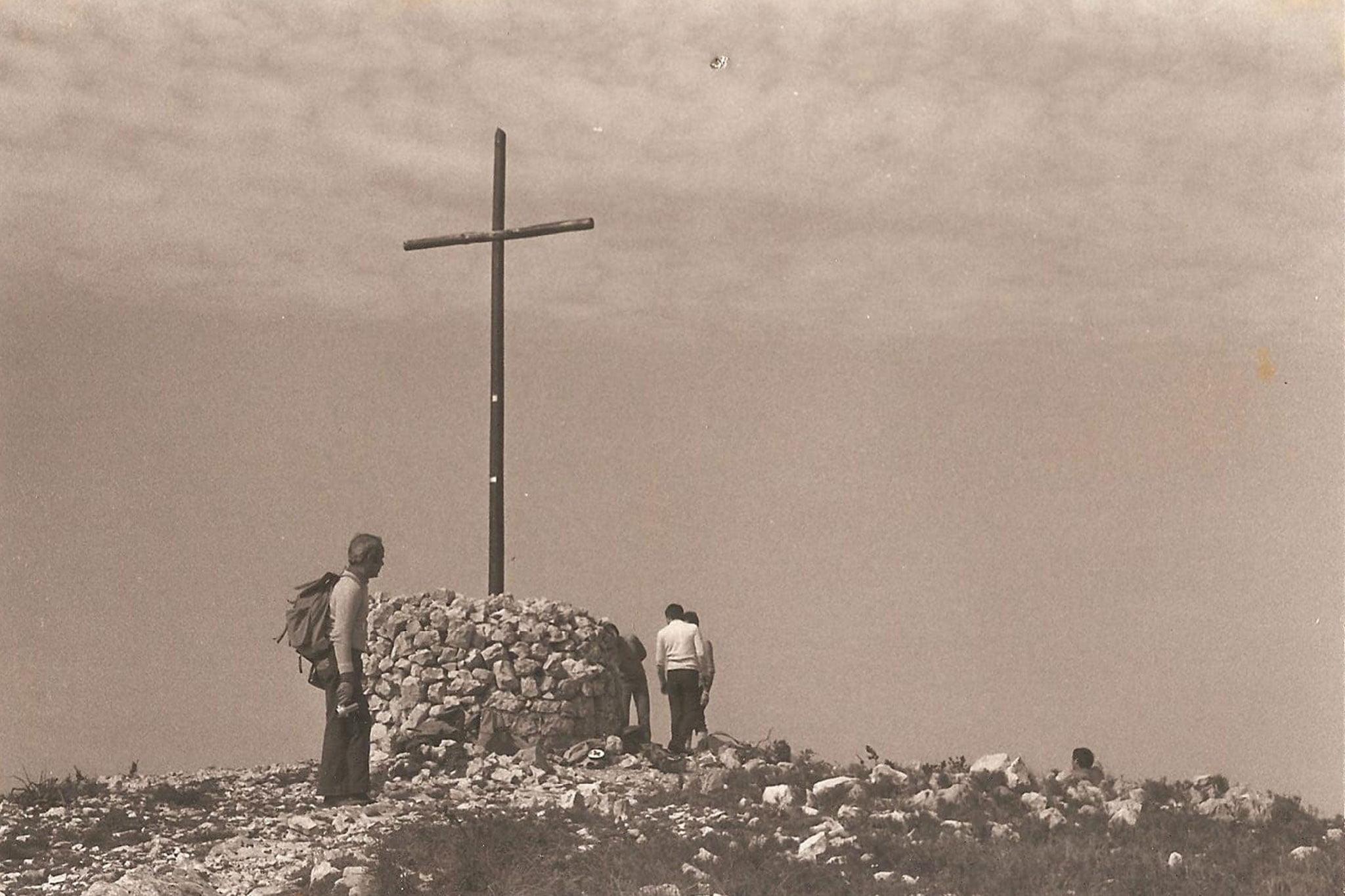 Imagen antigua de la Creu del Montgó de Xàbia (Fuente: CEX, Centre Excursionista de Xàbia)