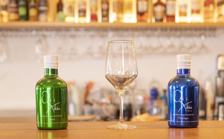 Detalle de una copa en una bodega en Jávea, El Celler de La Fontana - Restaurante La Fontana
