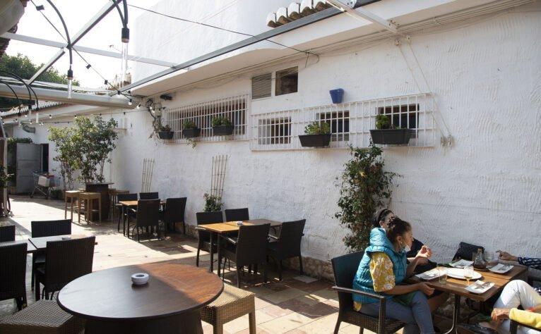 Exterior de una bodega en Jávea, El Celler de La Fontana - Restaurante La Fontana