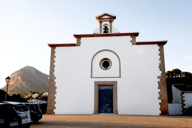 Imagen: Exterior de la Ermita del Calvario de Jávea