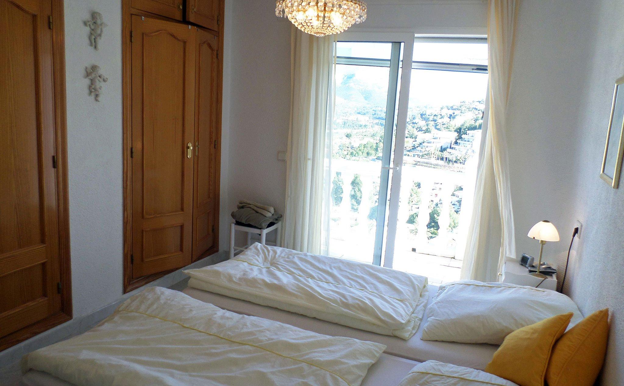 Habitación de una villa en venta junto al campo de golf La Sella – Promociones Denia, S.L.