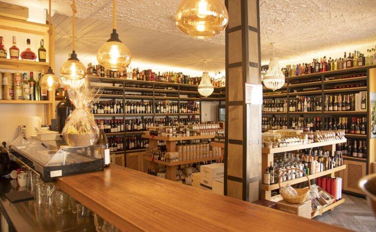 Interior de una bodega en Jávea, El Celler de La Fontana - Restaurante La Fontana