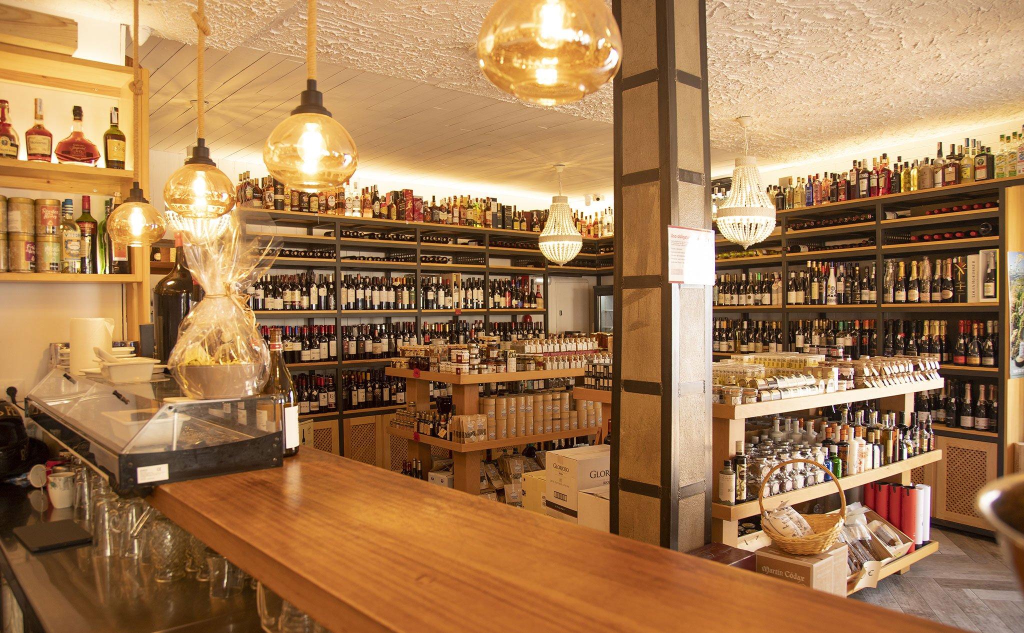 Interior de una bodega en Jávea, El Celler de La Fontana – Restaurante La Fontana