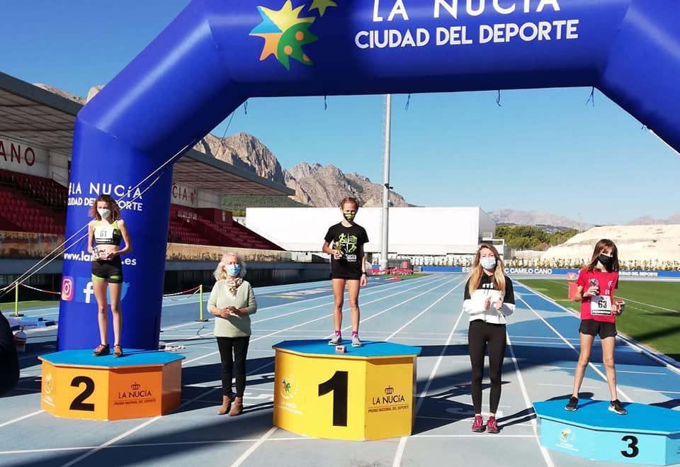María Devesa y Anaia Collinson en el podio