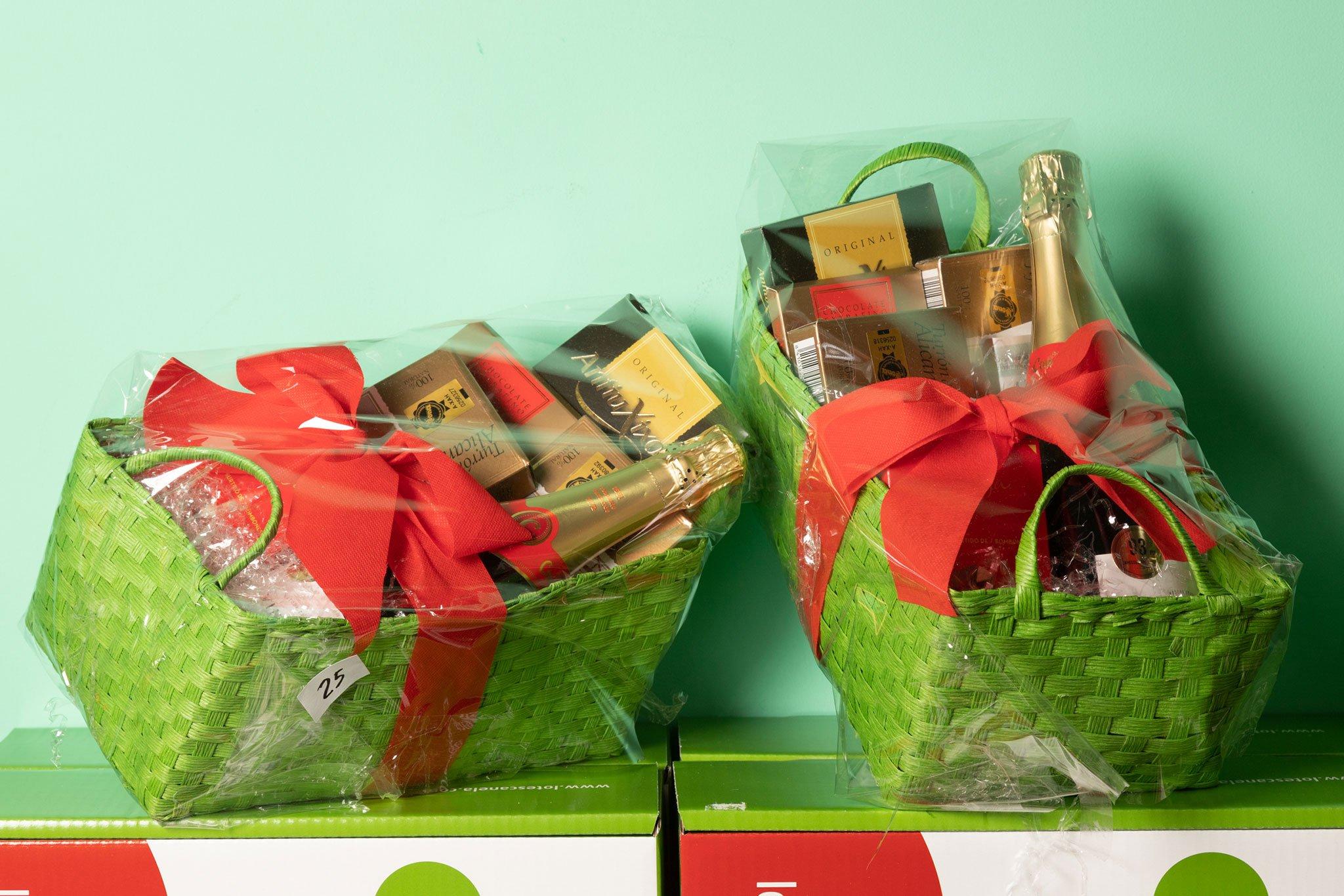 Pequeñas cestas de Navidad para empresas – Lotes Canela