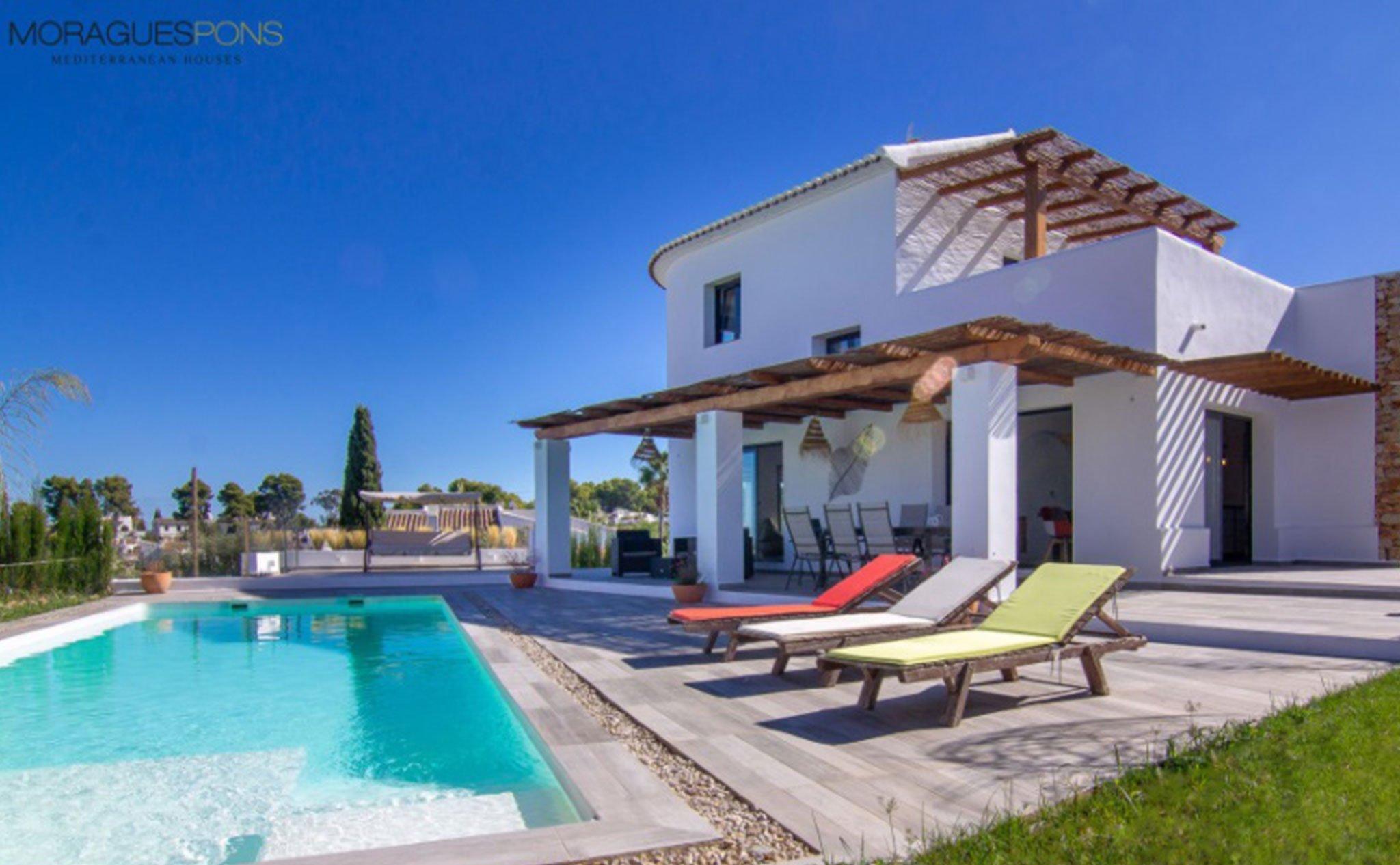 Piscina de una villa en venta en Jávea en la zona de Cap Martí – Pinomar – MORAGUESPONS Mediterranean Houses