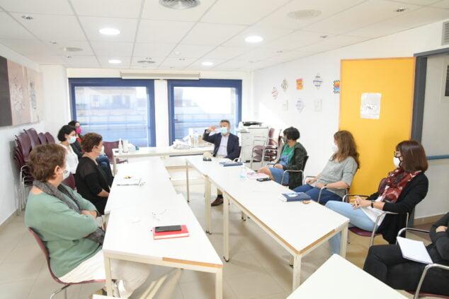 Imagen: Reunión del Departamento de Servicios Sociales