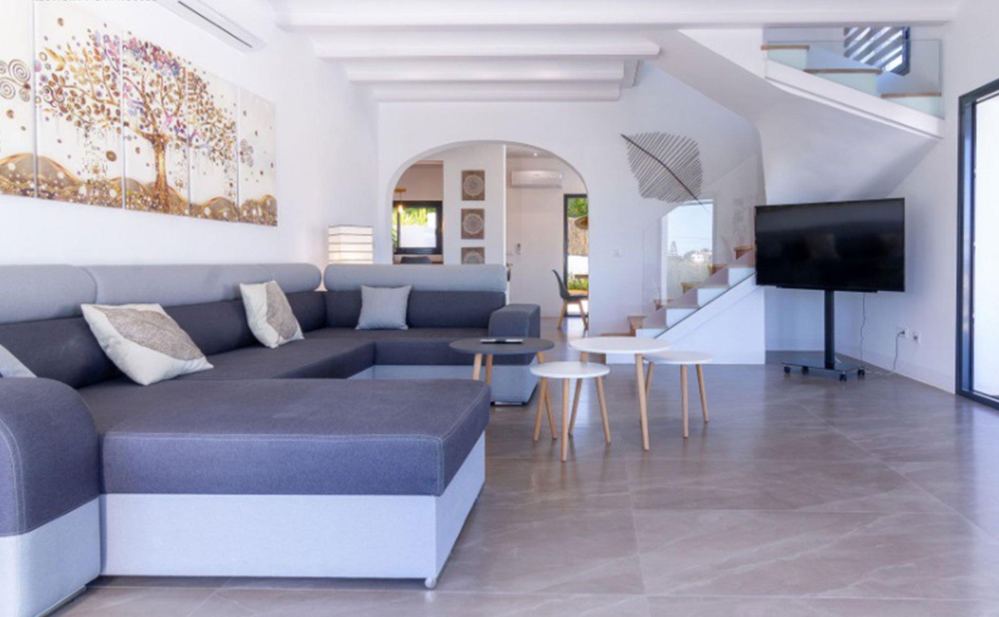 Salón de una villa en venta en Jávea en la zona de Cap Martí – Pinomar – MORAGUESPONS Mediterranean Houses