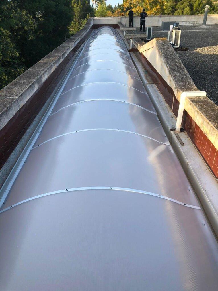 Vista general de un techo fijo con forma de cúpula - Alucardona Pvc y Aluminios, S.L.