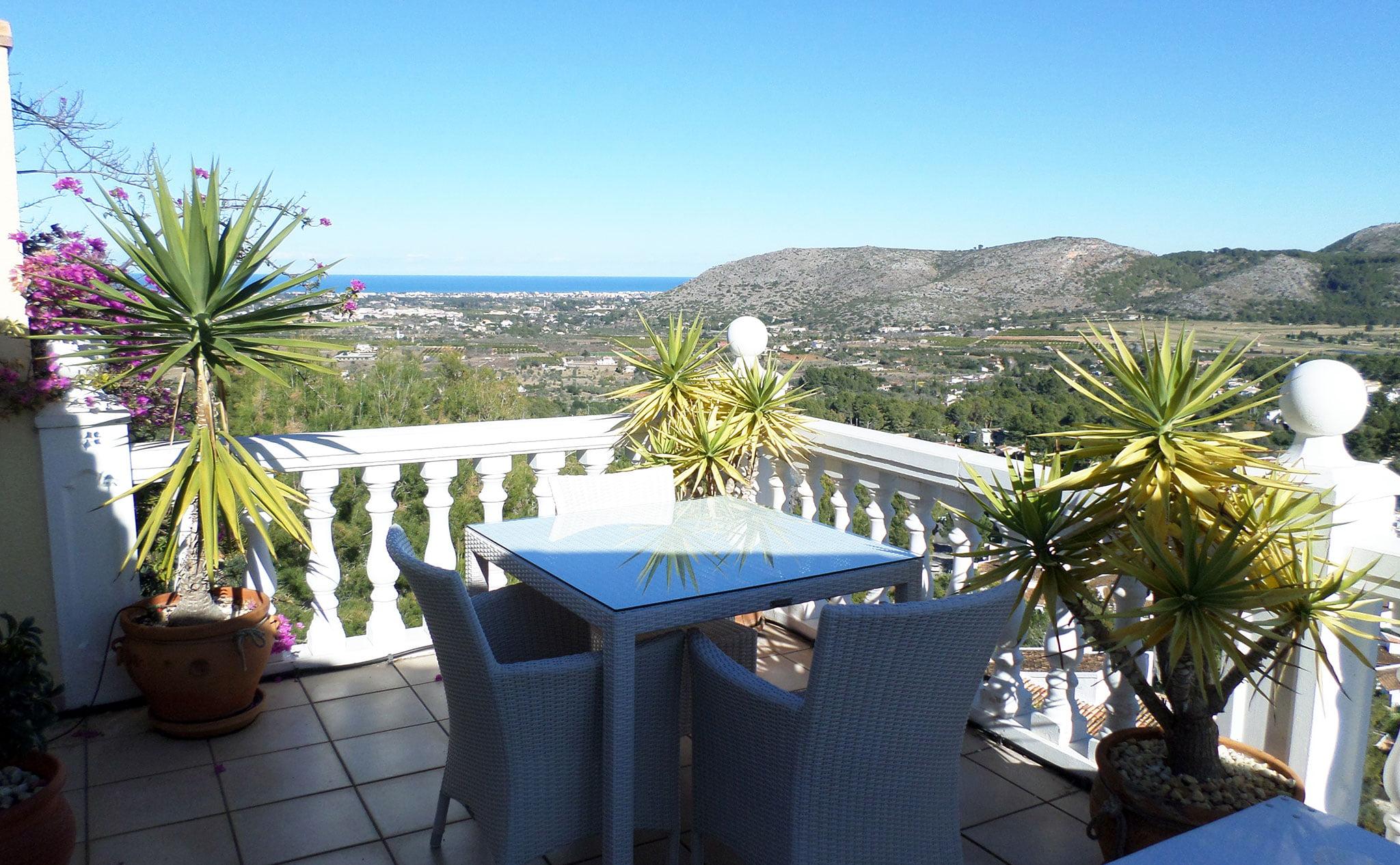 Terraza de una villa en venta junto al campo de golf La Sella – Promociones Denia, S.L.