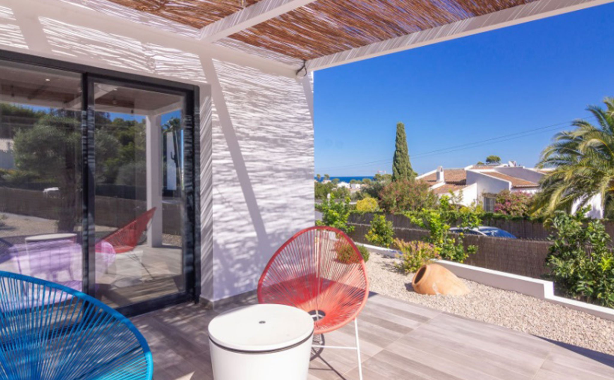 Terraza de una villa en venta en Jávea en la zona de Cap Martí – Pinomar – MORAGUESPONS Mediterranean Houses