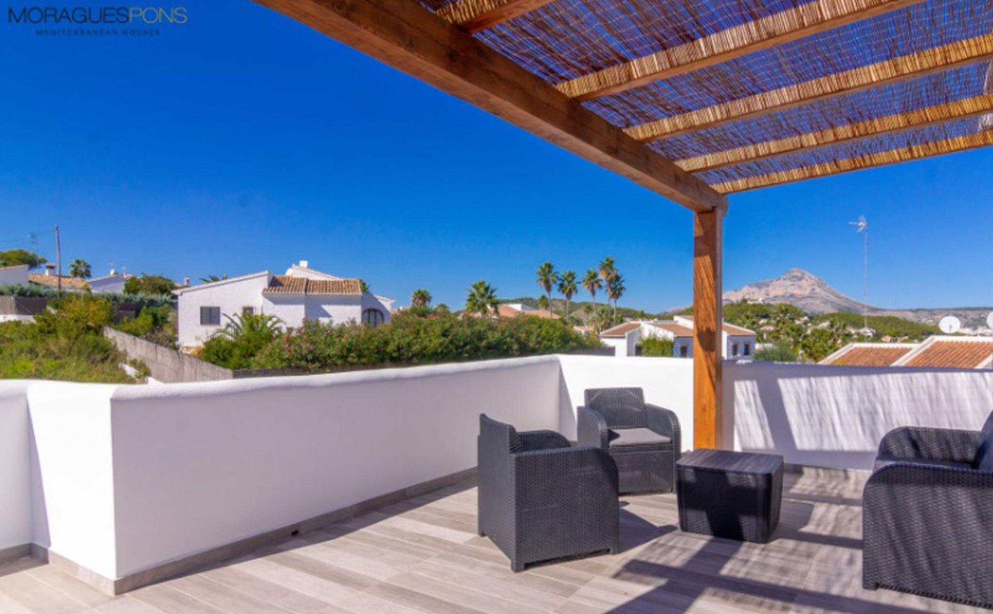 Terraza con vistas en una villa en venta en Jávea en la zona de Cap Martí – Pinomar – MORAGUESPONS Mediterranean Houses