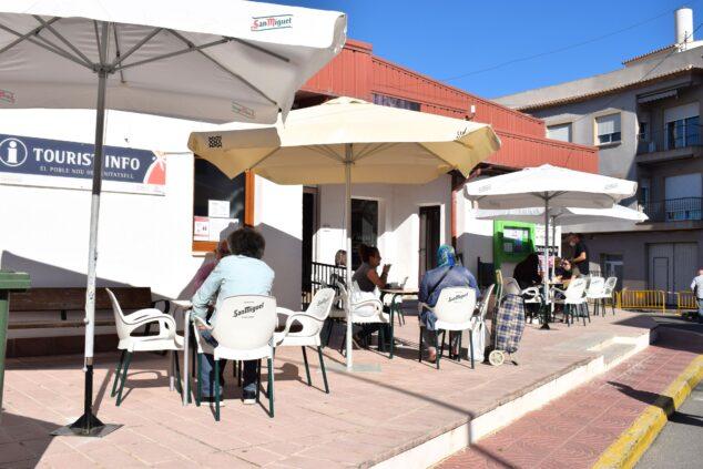 Imagen: Terrazas de bares en El Poble Nou de Benitatxell