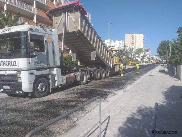 Imagen: Trabajos de asfaltado en Xàbia