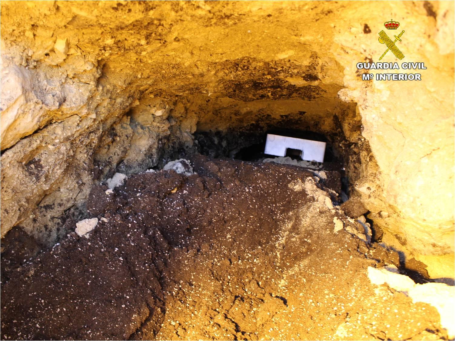 Túnel subterráneo para abastecer de luz de forma ilegal