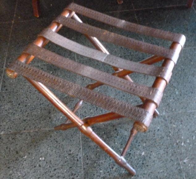 Imagen: Un 'catret' para sentarse en la ermita