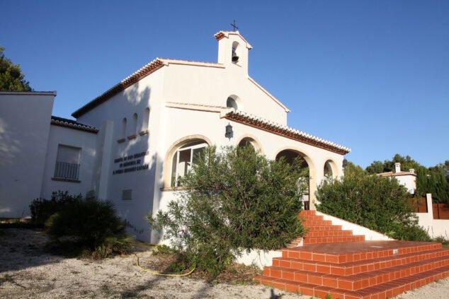 Imagen: Vista lateral de la Ermita de Sant Sebastià de Xàbia | Imagen: Tino Calvo