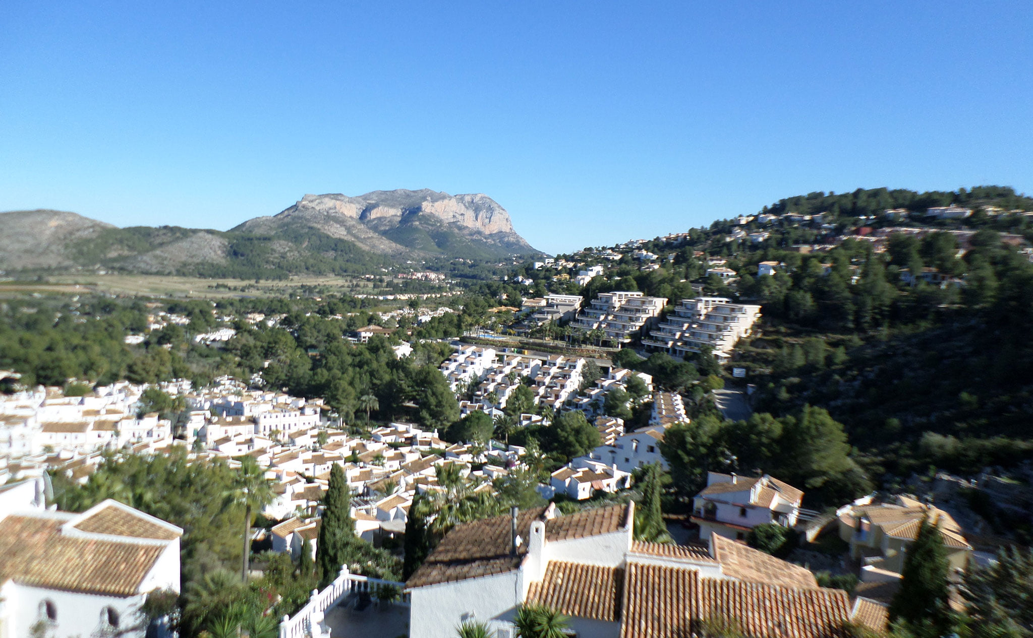 Vista del Montgó desde una villa en venta junto al campo de golf La Sella – Promociones Denia, S.L.