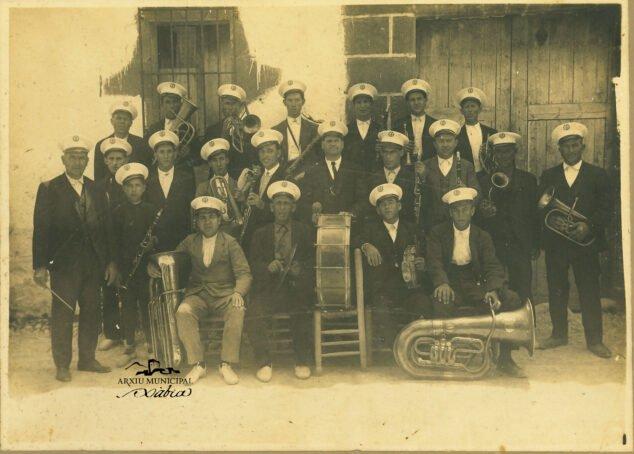 Imagen: Bandas de música que tenía Xàbia en 1920 (músicos del Raval)