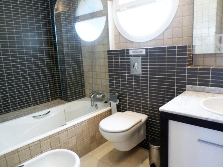 Baño de un ático en venta en La Sella - Promociones Denia, S.L.