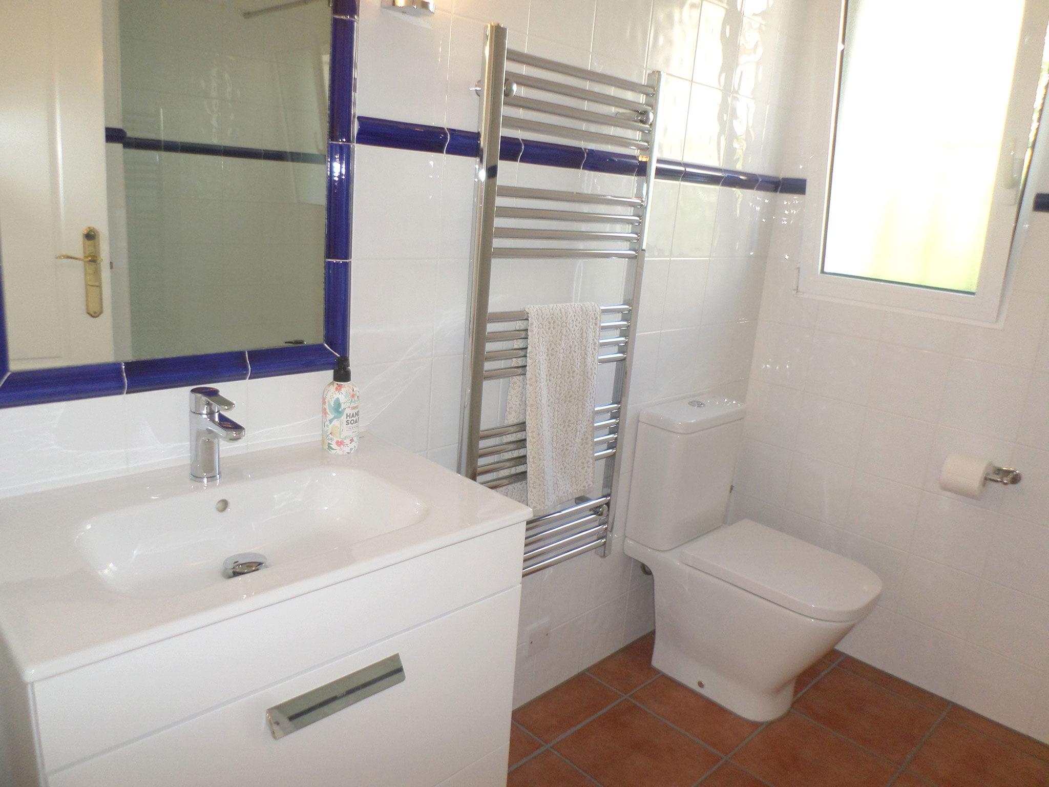 Baño de un bungalow en venta en La Sella – Promociones Denia S.L.