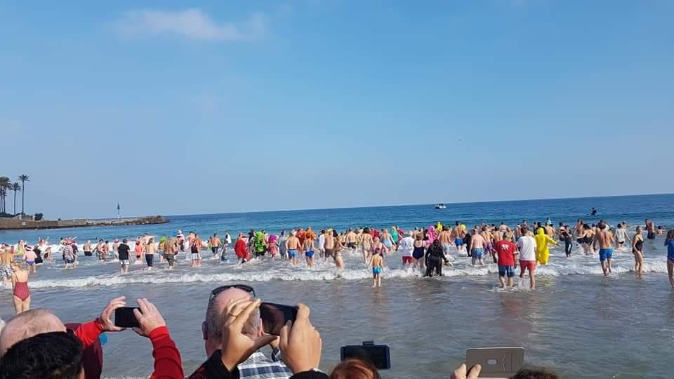 Baño de Año nuevo en la playa del Arenal
