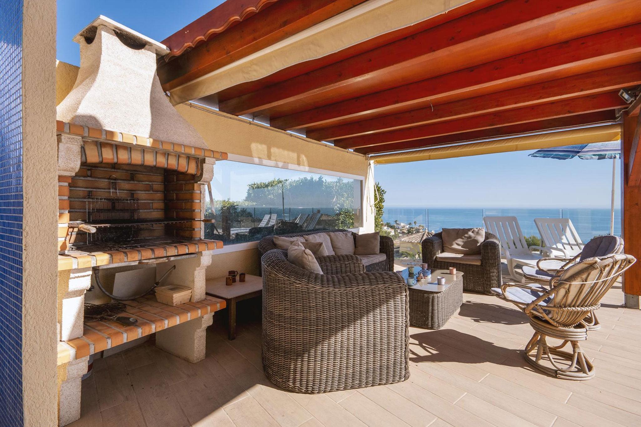 Barbacoa en una casa de alquiler de vacaciones en Benitachell – Aguila Rent a Villa