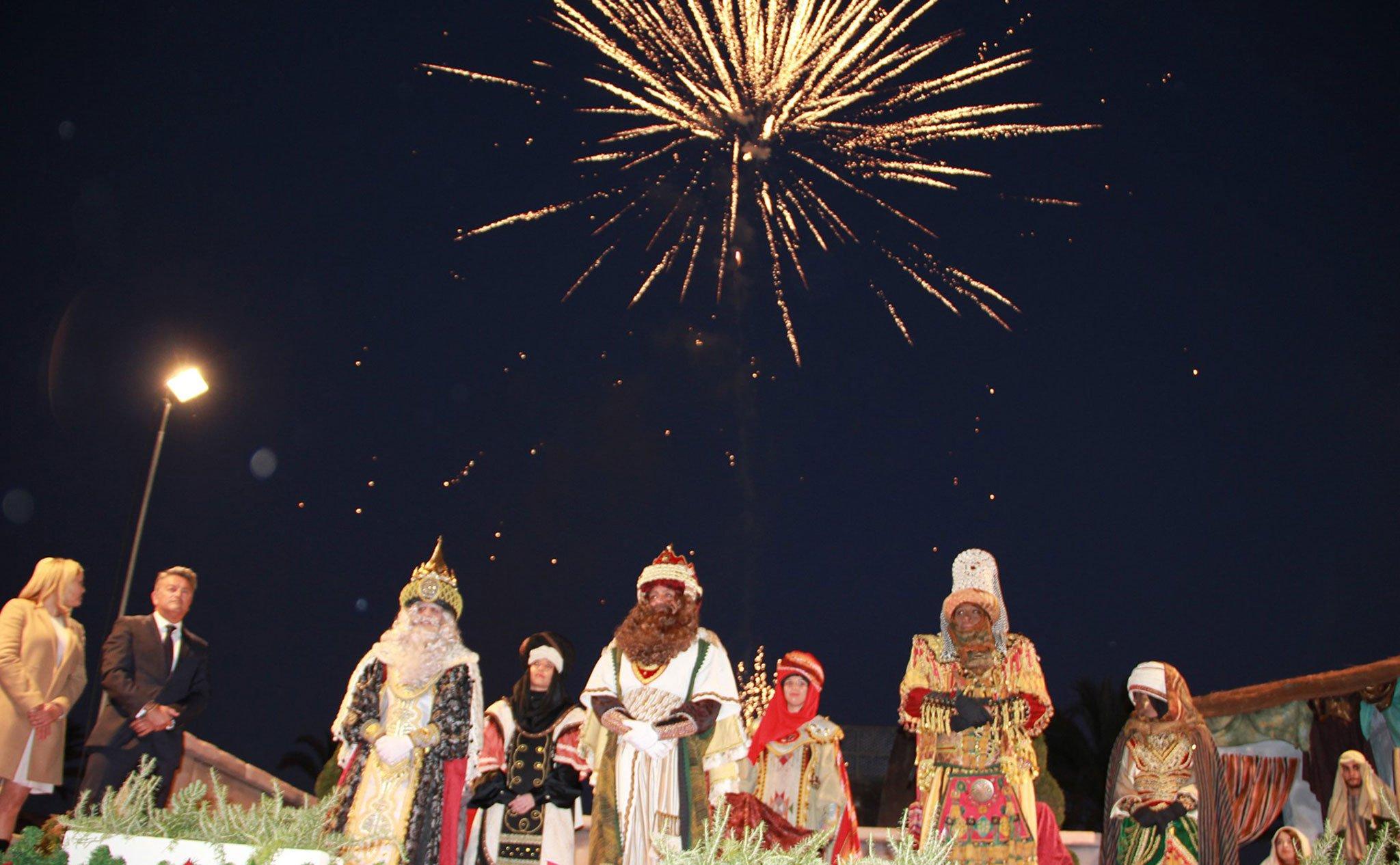 Fuegos artificiales en la Cabalgata de Reyes de Jávea 2020