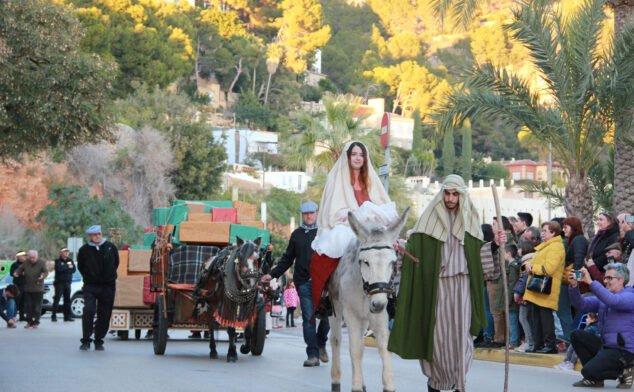 Imagen: María, José y Jesús en la Cabalgata de Reyes de Xàbia (2020)