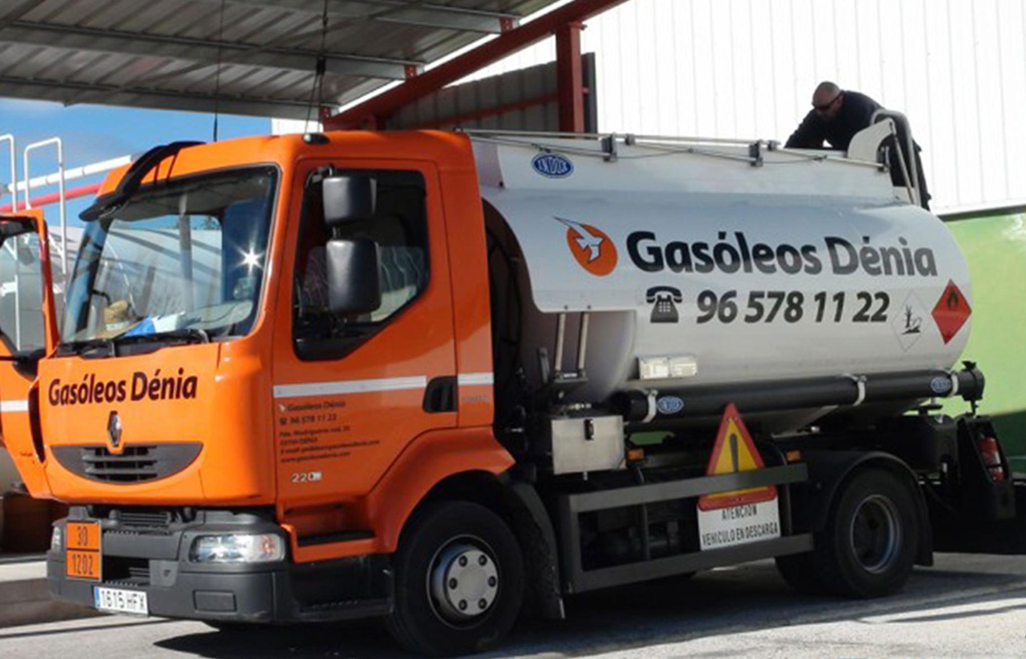 Camión de Gasóleos Dénia