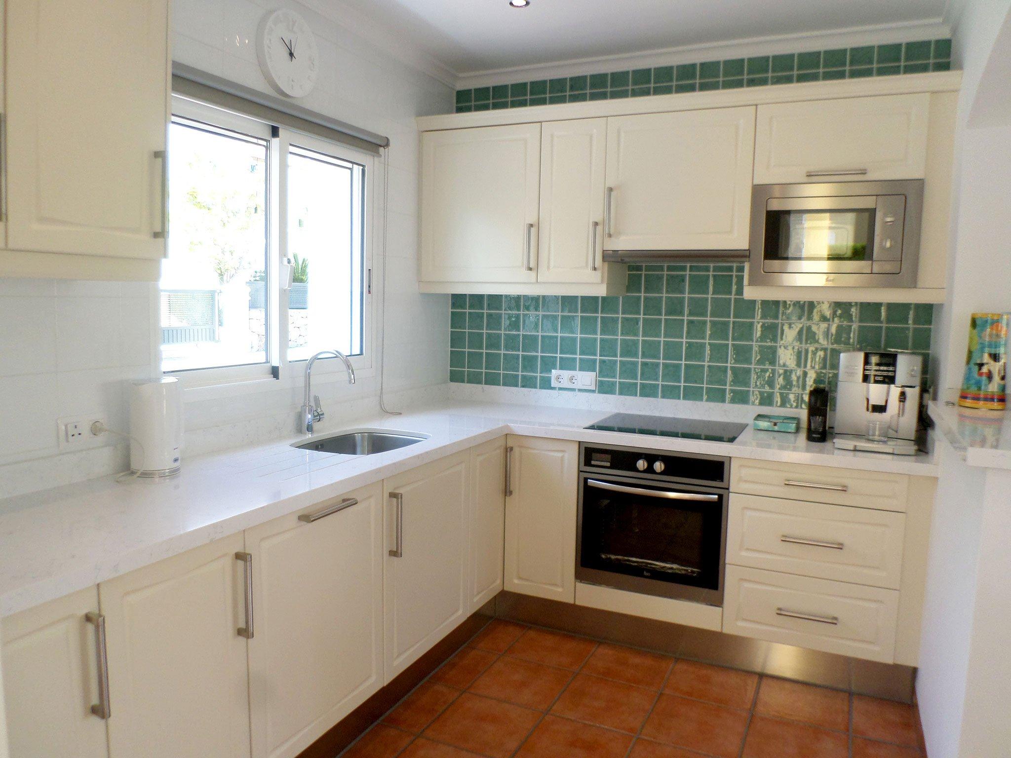 Cocina de un bungalow en venta en La Sella – Promociones Denia S.L.