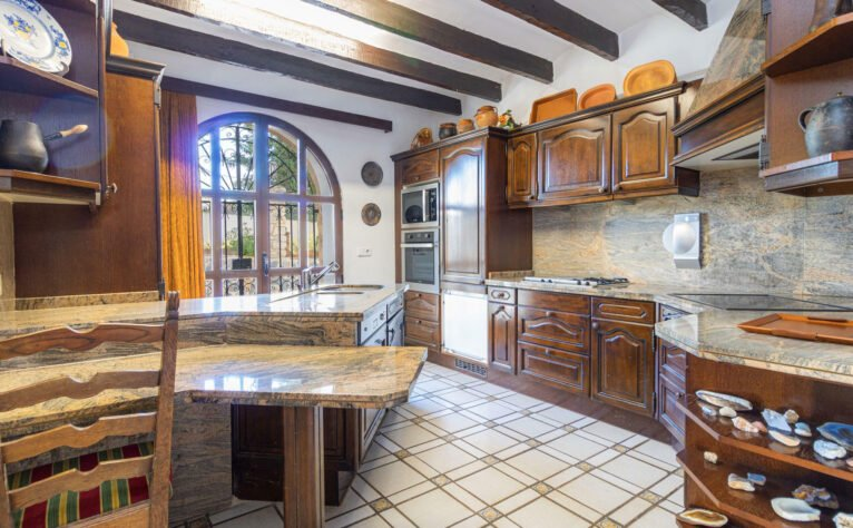 Cocina de una finca en venta en Jávea - Vicens Ash Properties