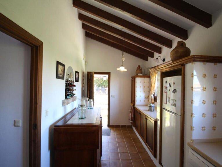 Cocina de una villa mediterránea en venta en Jávea con vistas al mar - Atina Inmobiliaria
