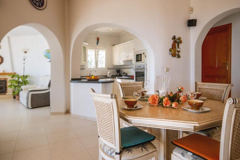 Comedor de una casa de alquiler de vacaciones en Benitachell - Aguila Rent a Villa