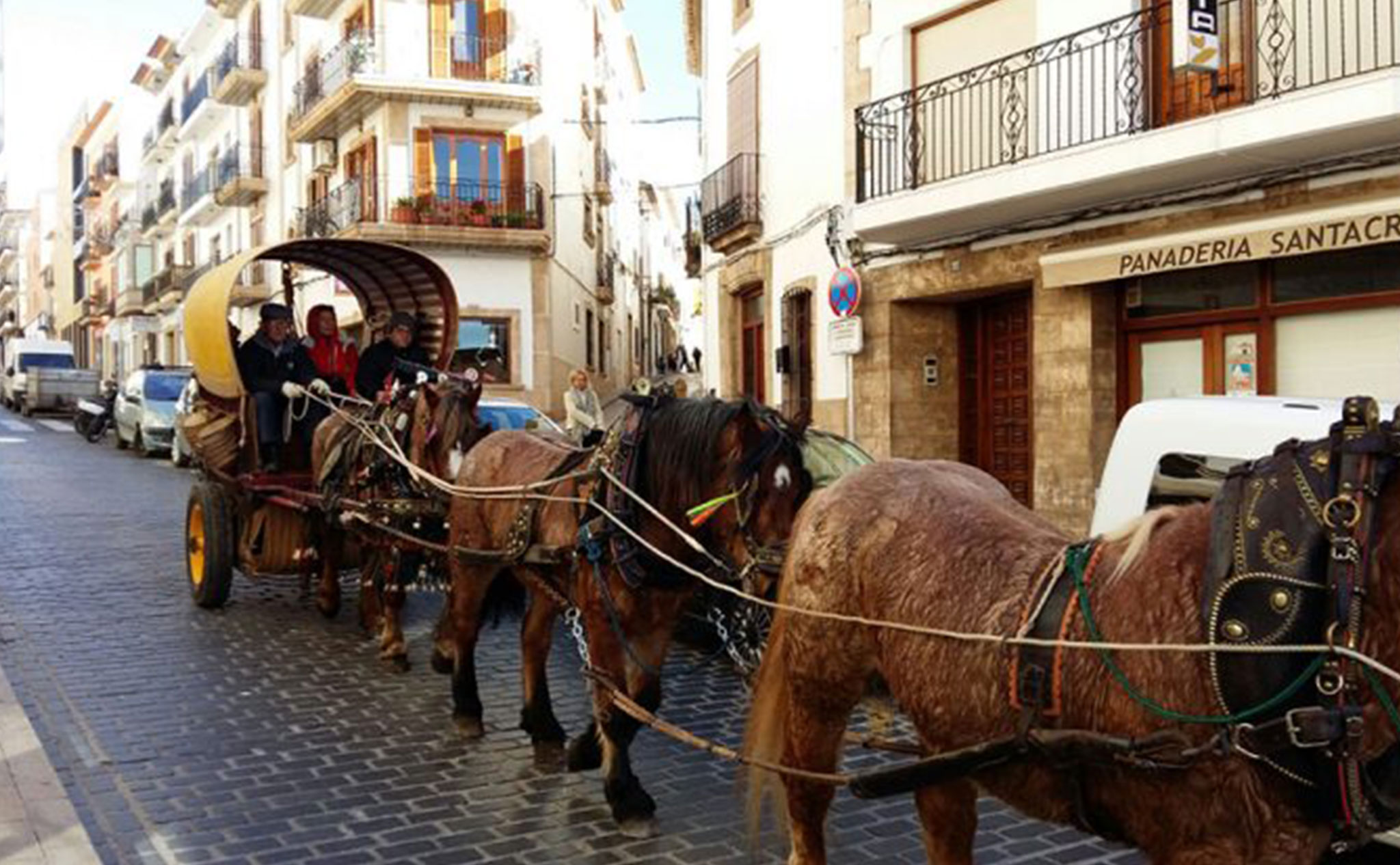 Desfile de caballerías por Jávea, en las fiestas de San Antonio Abad