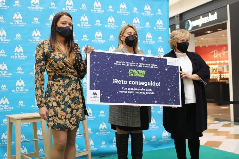 "Entrega del cheque de ""Kilómetros Solidarios"" de Portal de La Marina al Hospital de Dénia"