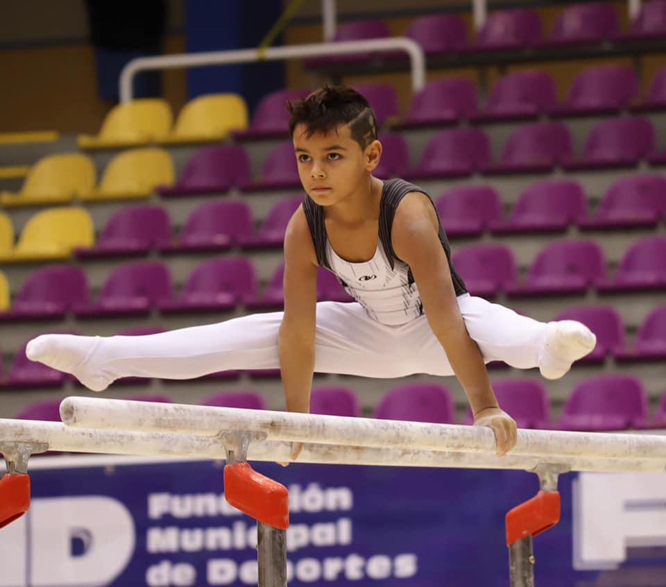 Gimnasta del CD Montgó durante la competición
