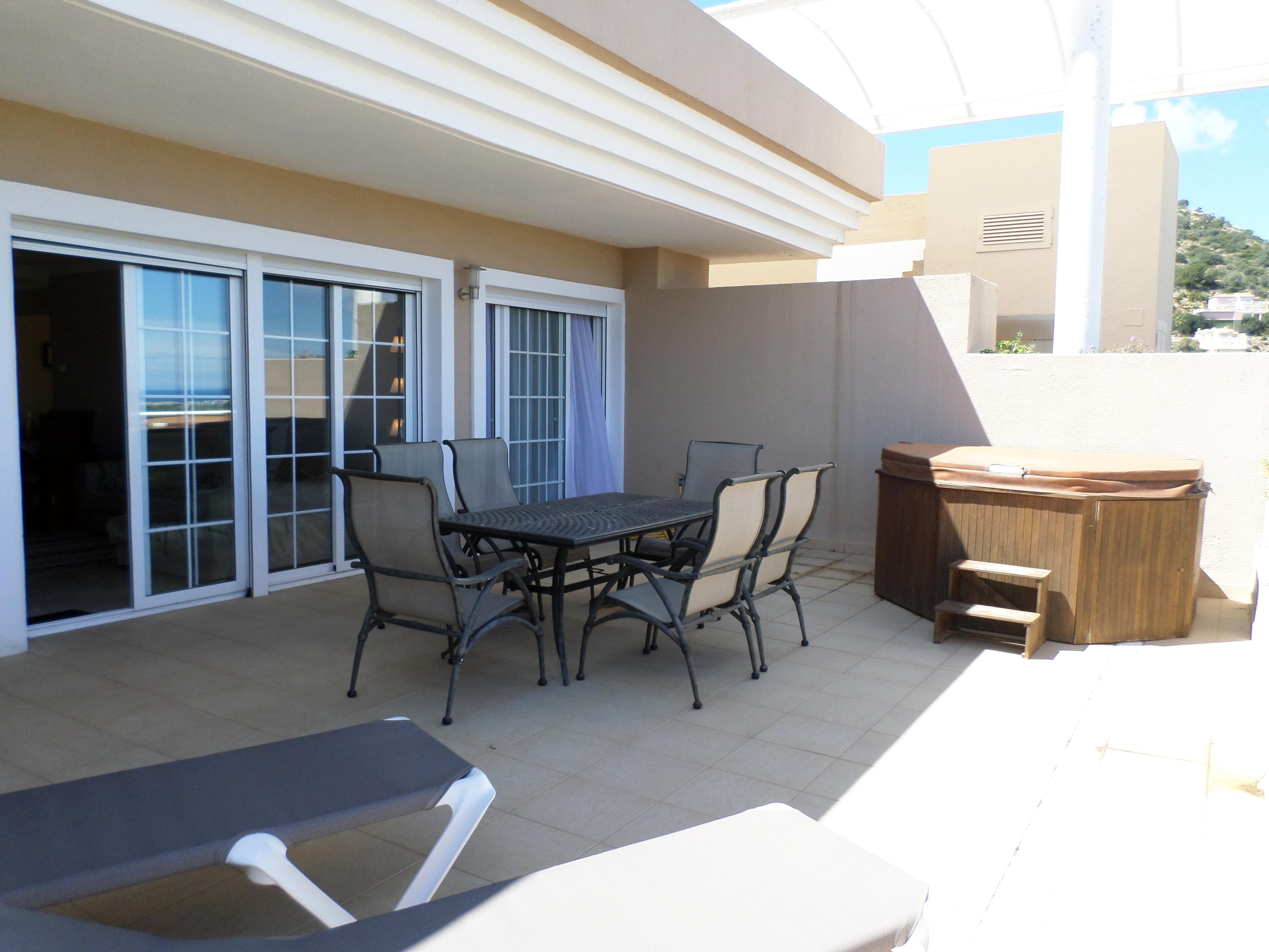 Gran terraza de un ático en venta en La Sella – Promociones Denia, S.L.