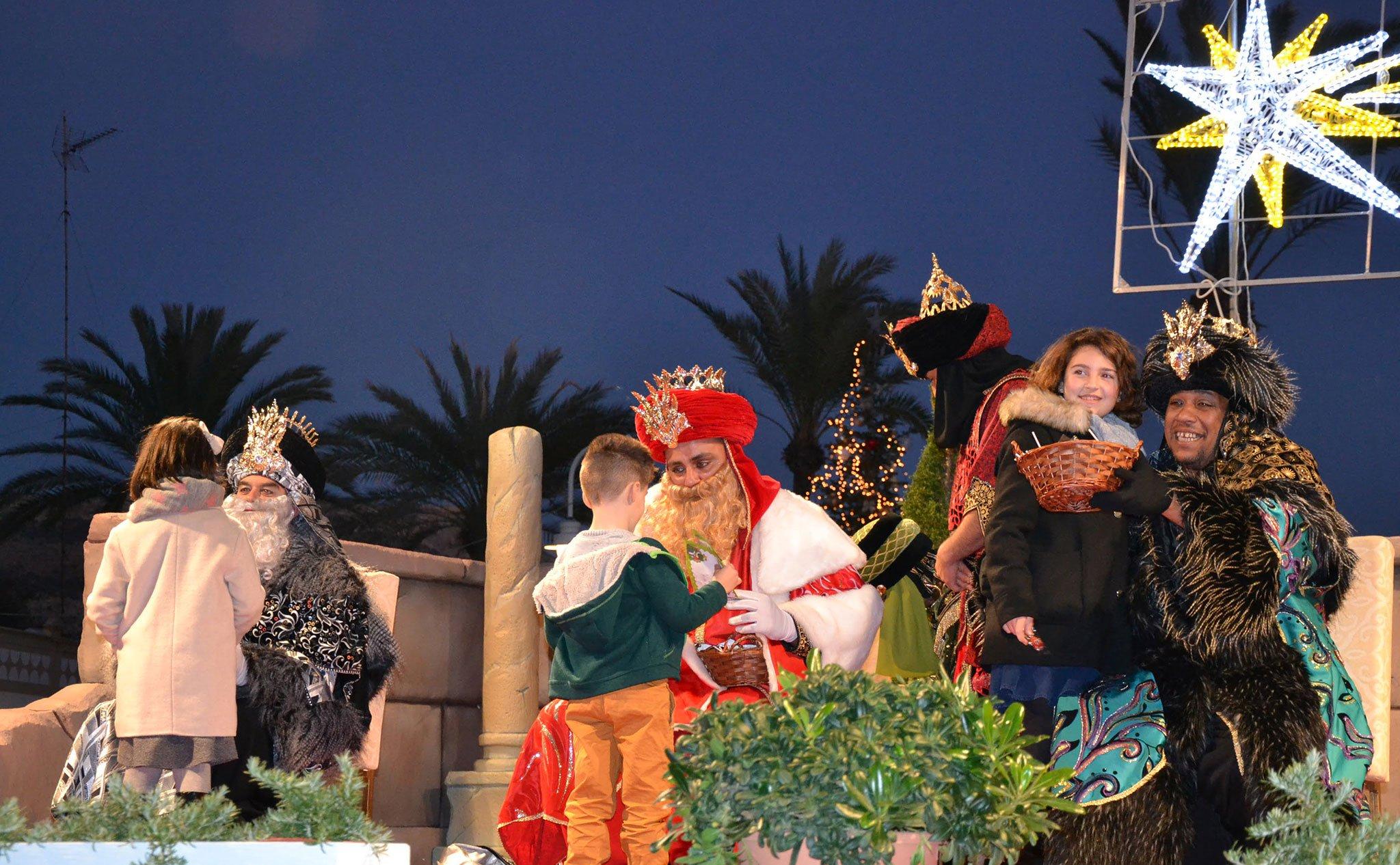 Los Reyes Magos saludan a los niños de Xàbia (Cabalgata de Reyes de 2019)
