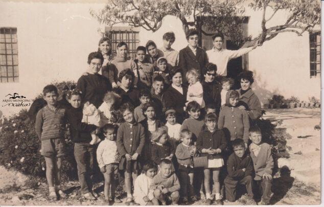 Imagen: Magdalena con sus alumnos