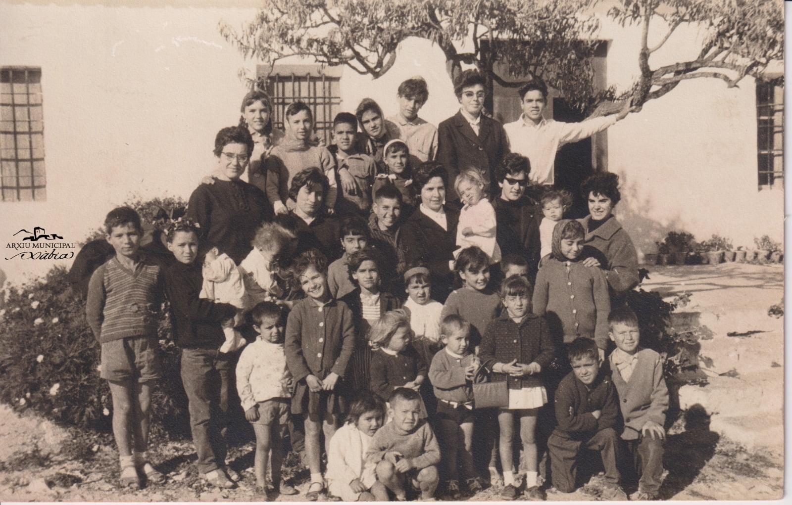 Magdalena con sus alumnos