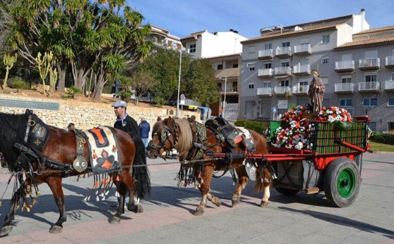 Sant Antoni portado en carro en Jávea
