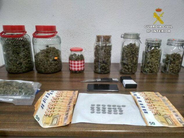 Imagen: Sustancias intervenidas por la Guardia Civil